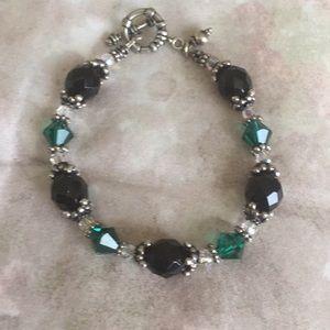 Jewelry - Green and Black beaded Jewel bracelet